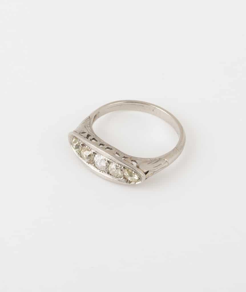 Bague jarretière diamants côté 1
