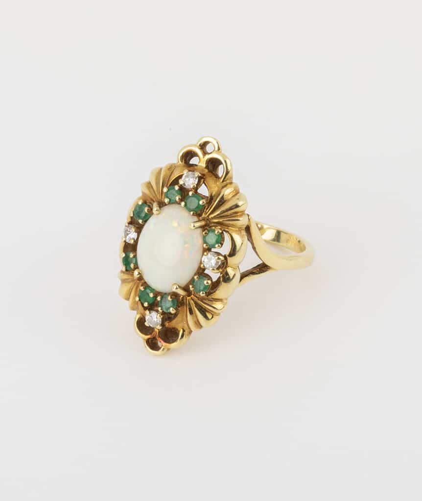 Bague opale et émeraudes côté 1