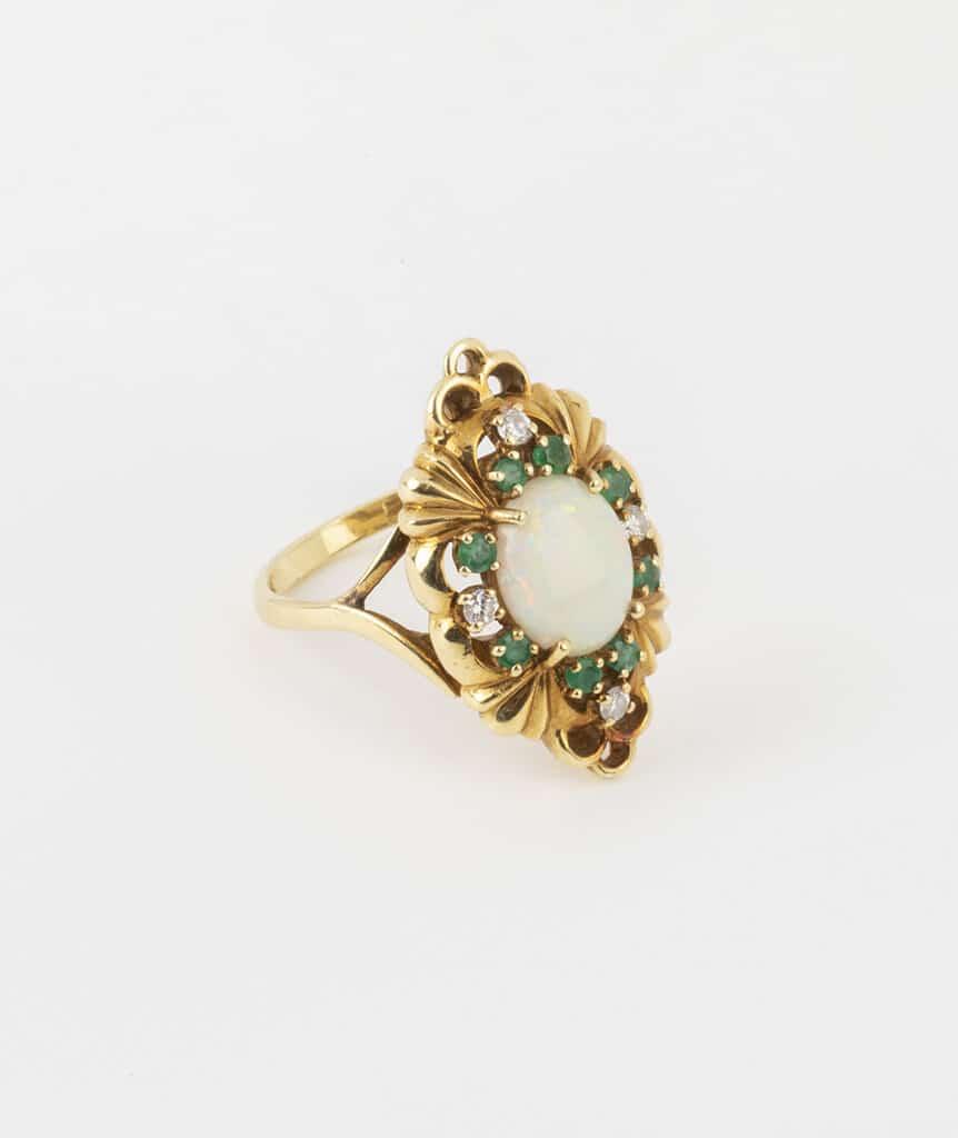 Bague opale et émeraudes côté 2