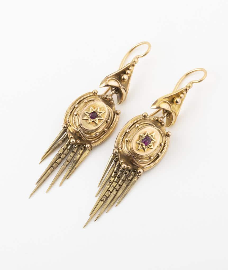 Boucles d'oreilles Napoléon III avec rubis