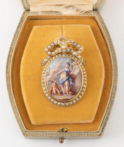 Broche pendentif émail et perles