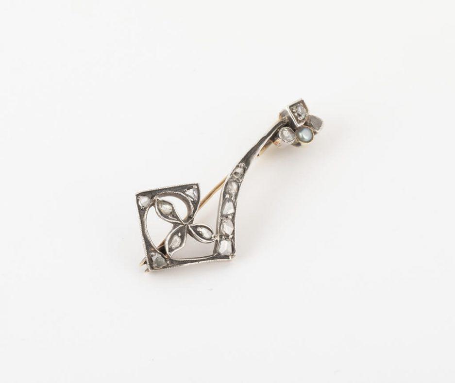 Broche clef florale diamants côté