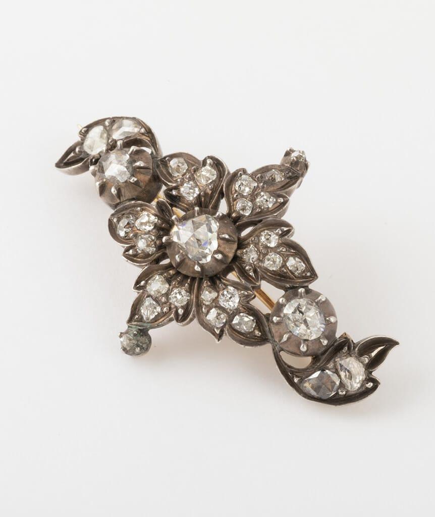 Broche porte-montre fleurs diamants côté