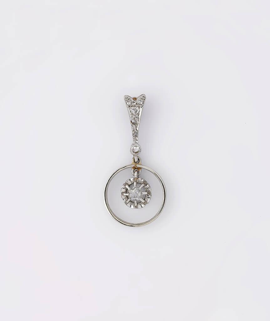 Pendentif or blanc avec diamants