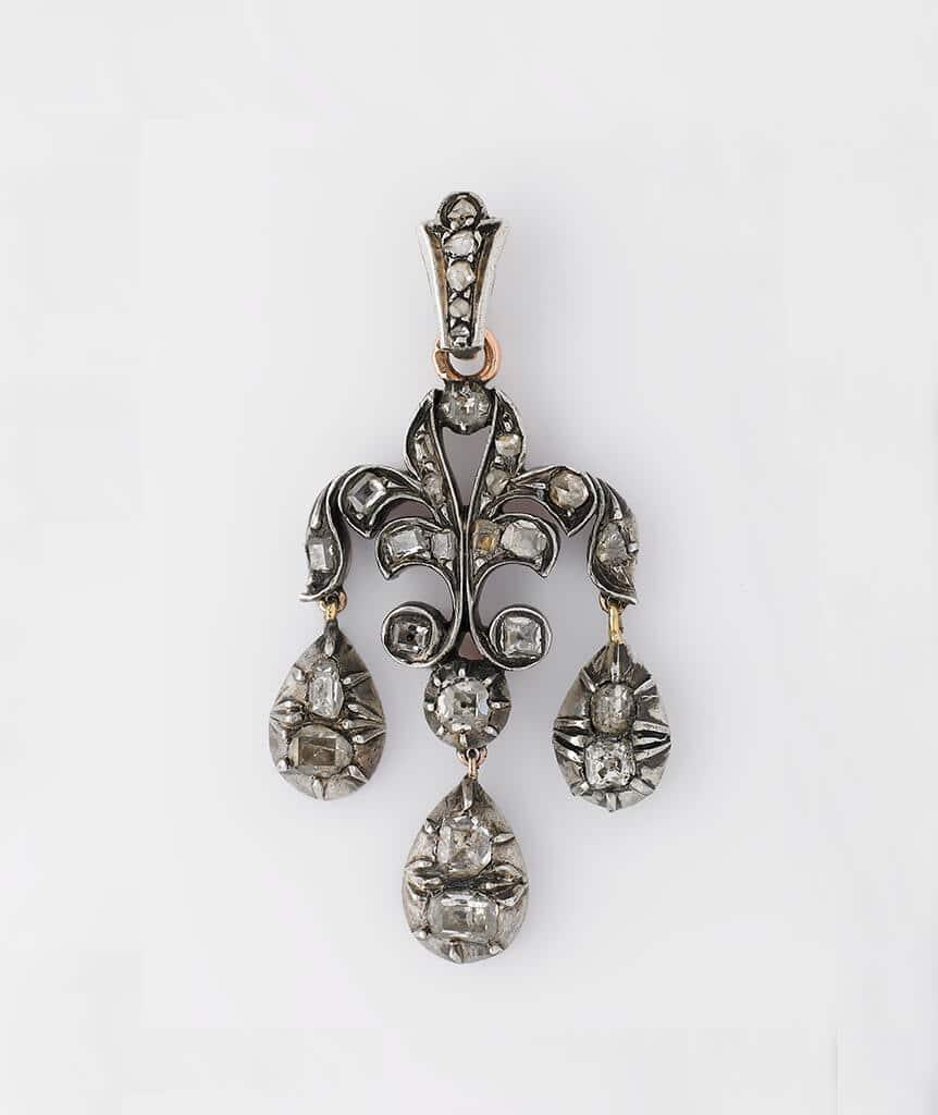 Pendentif fleur de lys avec diamants