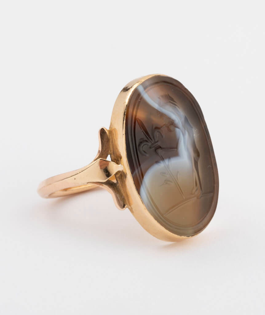Bague intaille gros plan
