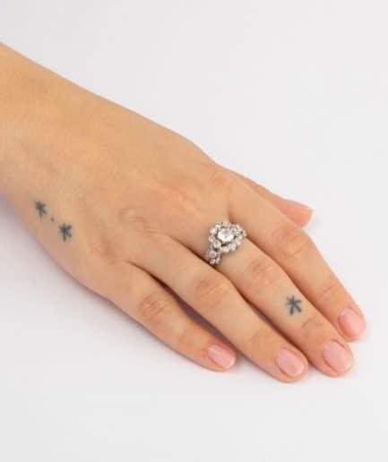 Bague marguerite en platine et diamants porter
