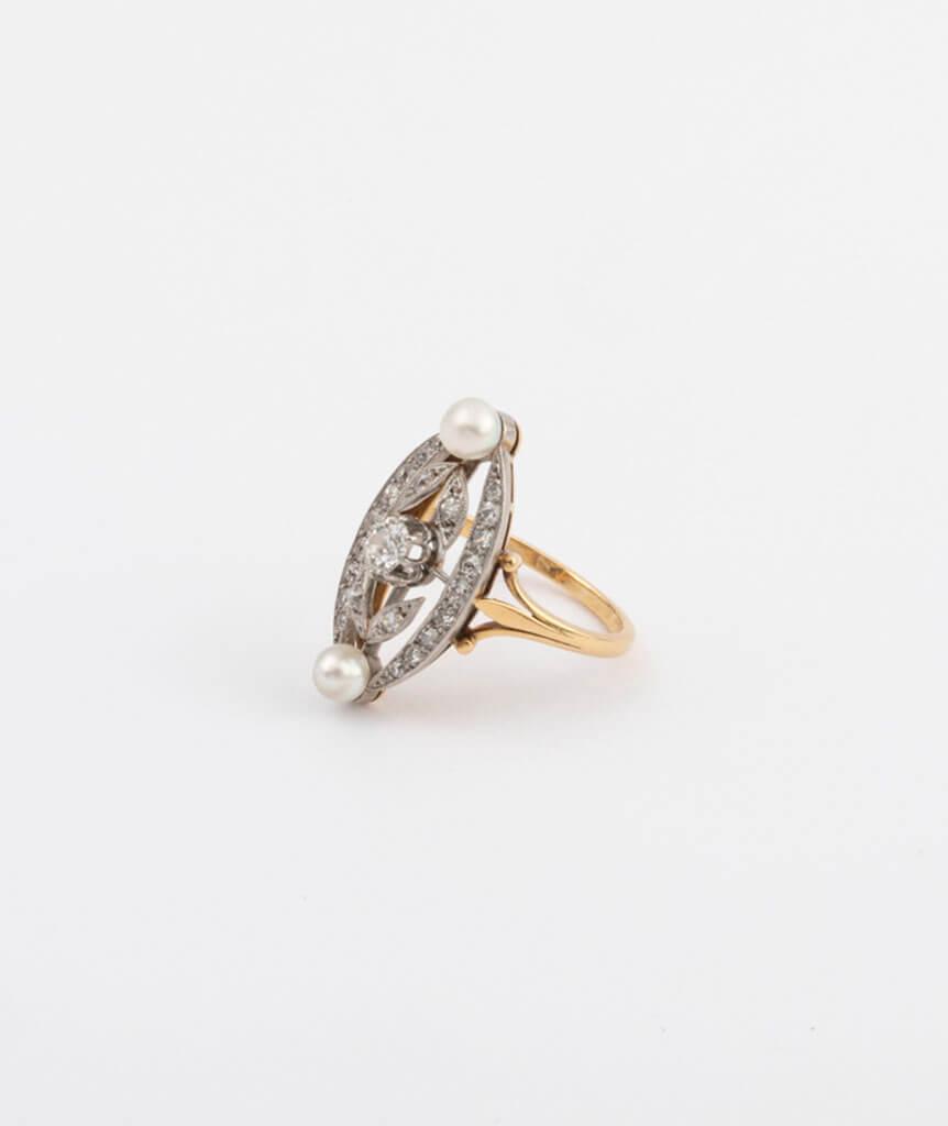 Bague marquise perles et diamants côté 1