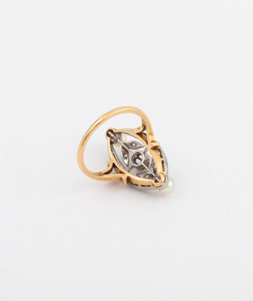 Bague marquise perles et diamants dos