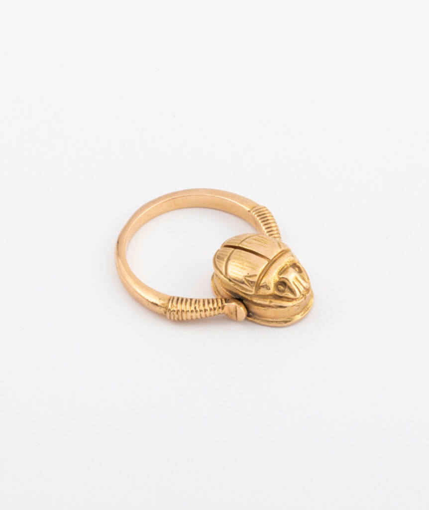 Bague ancienne scarabée en or