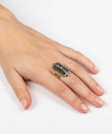 Bague ancienne émeraudes et diamants porter