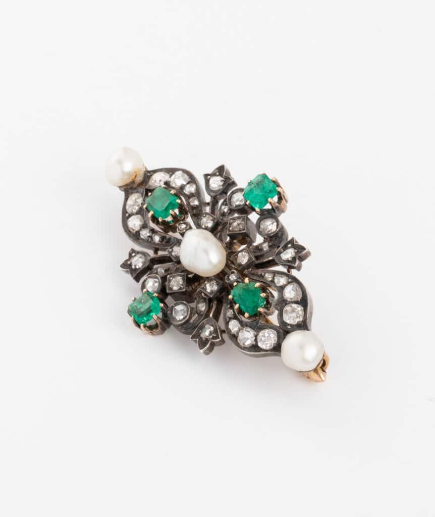 Broche ancienne perles et émeraudes côté gauche