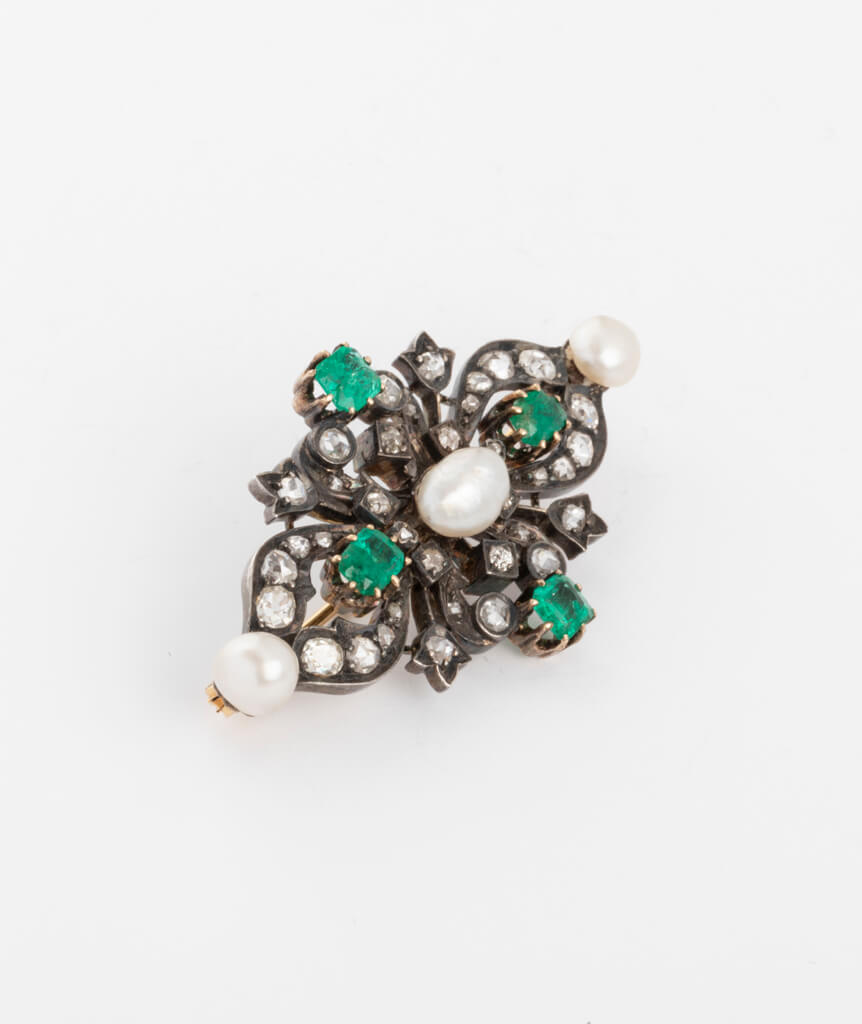 Broche ancienne perles et émeraudes côté droit