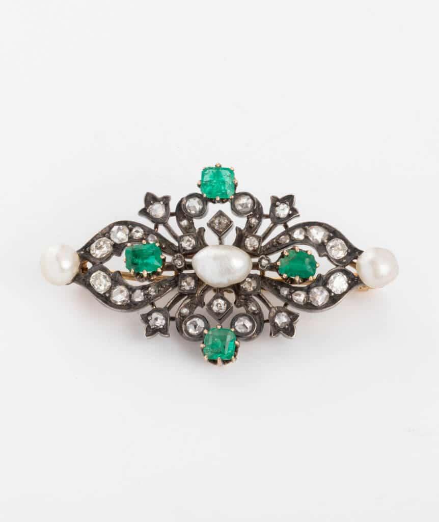 Broche ancienne perles et émeraudes