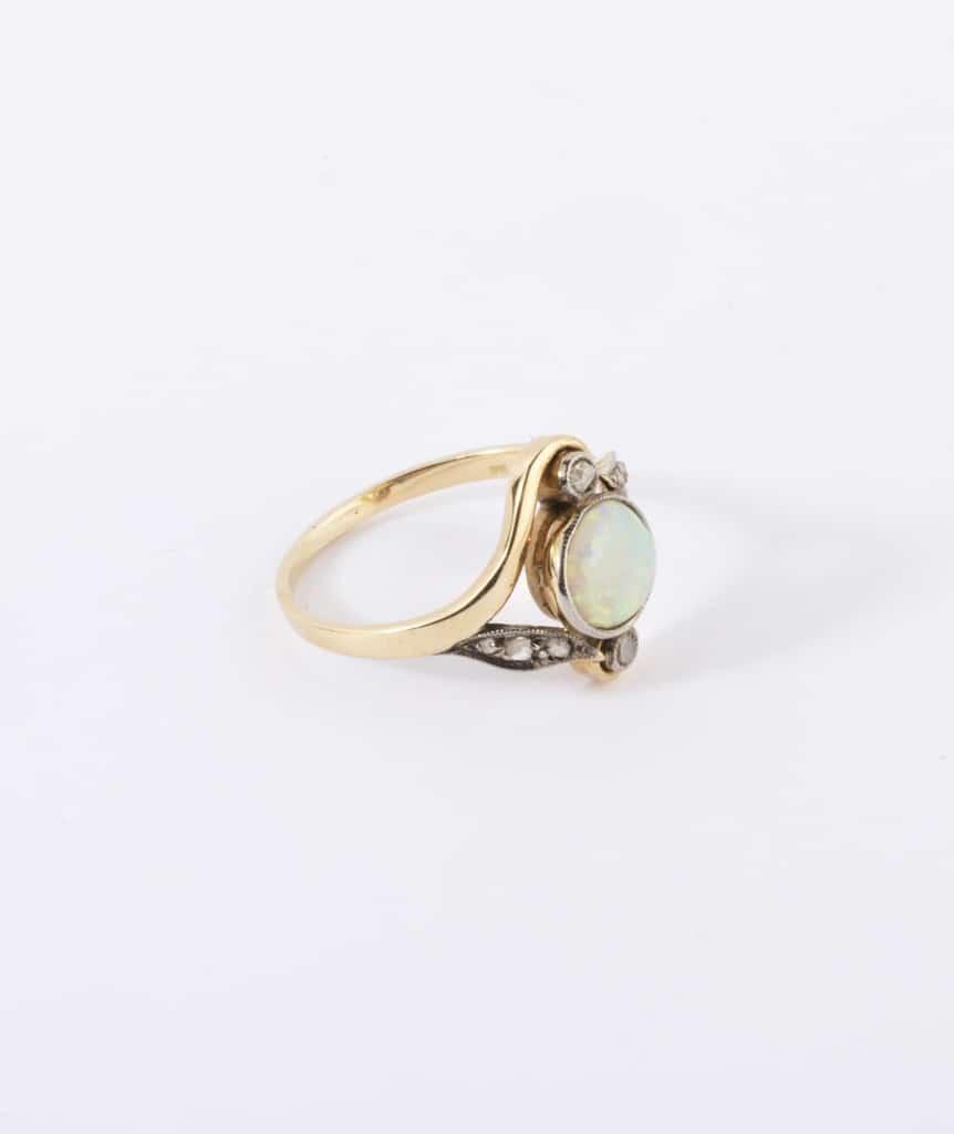 Bague Art nouveau opale