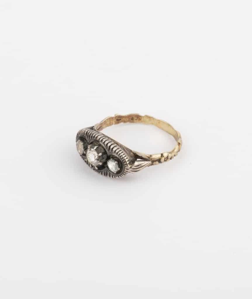 CAILLOU PARIS - Baque ancienne diamants