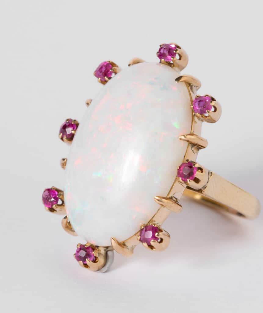 CAILLOU PARIS - Bague opale rubis gros plan