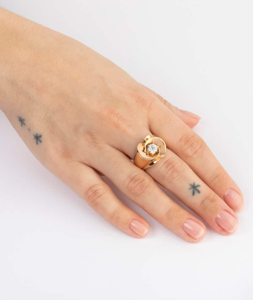 CAILLOU PARIS - bague chevalière diamant porter