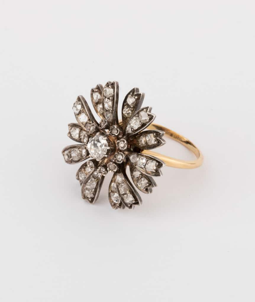 CAILLOU PARIS - bague fleurs diamants côté 2