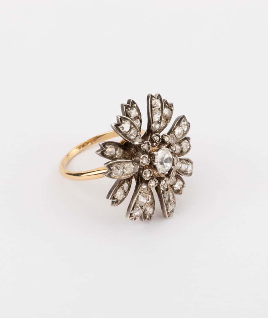 CAILLOU PARIS - bague fleurs diamants côté 3