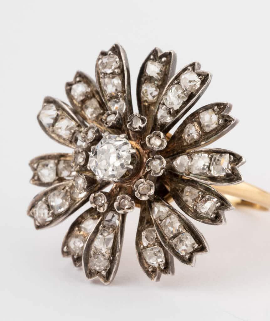 CAILLOU PARIS - bague fleurs diamants gros plan