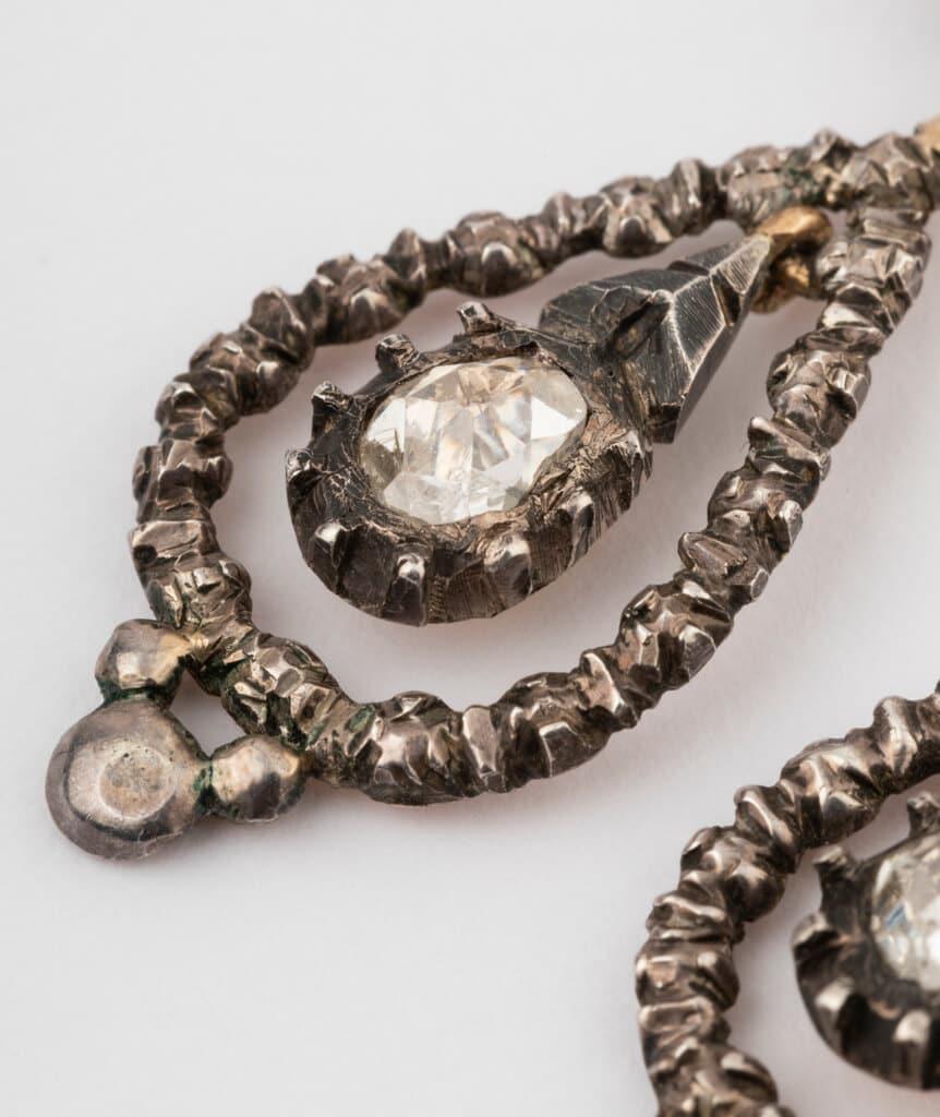 CAILLOU PARIS - boucles d'oreilles argent diamants gros plan