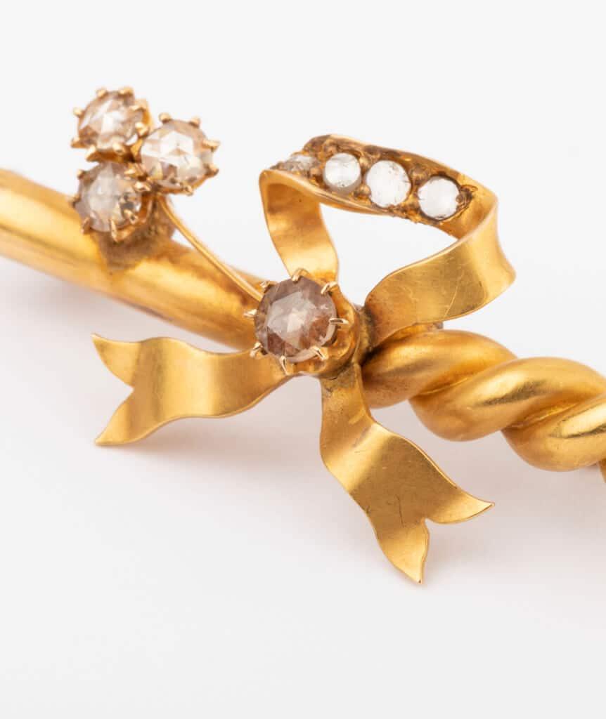 CAILLOU PARIS - broche noeud diamants gros plan
