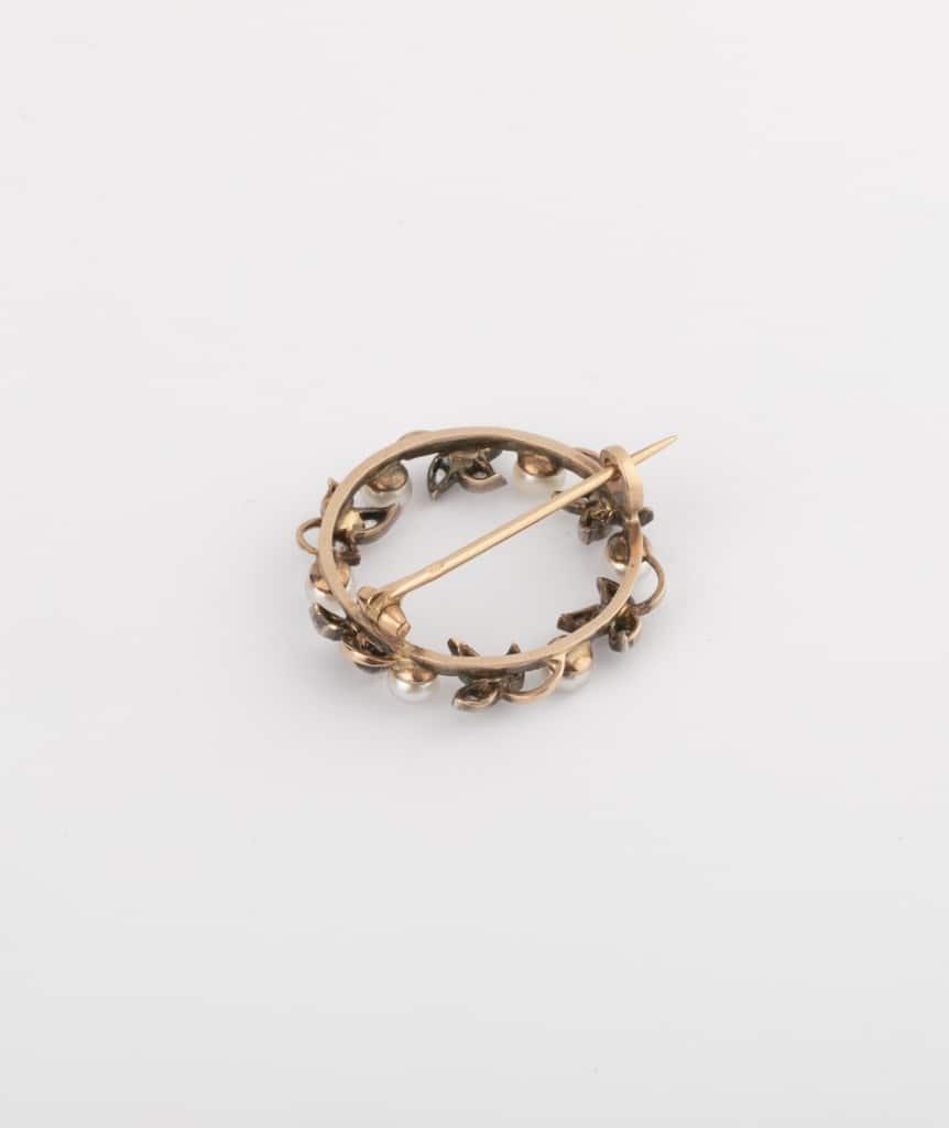 Caillou Paris - Broche feuillage perles dos