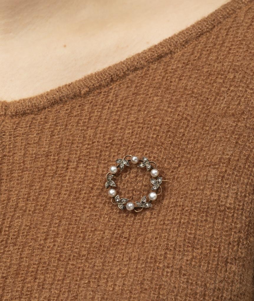 Broche feuillage perles porter