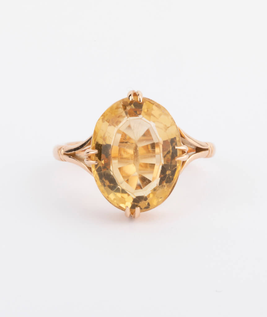 bague citrine ovale gros plan