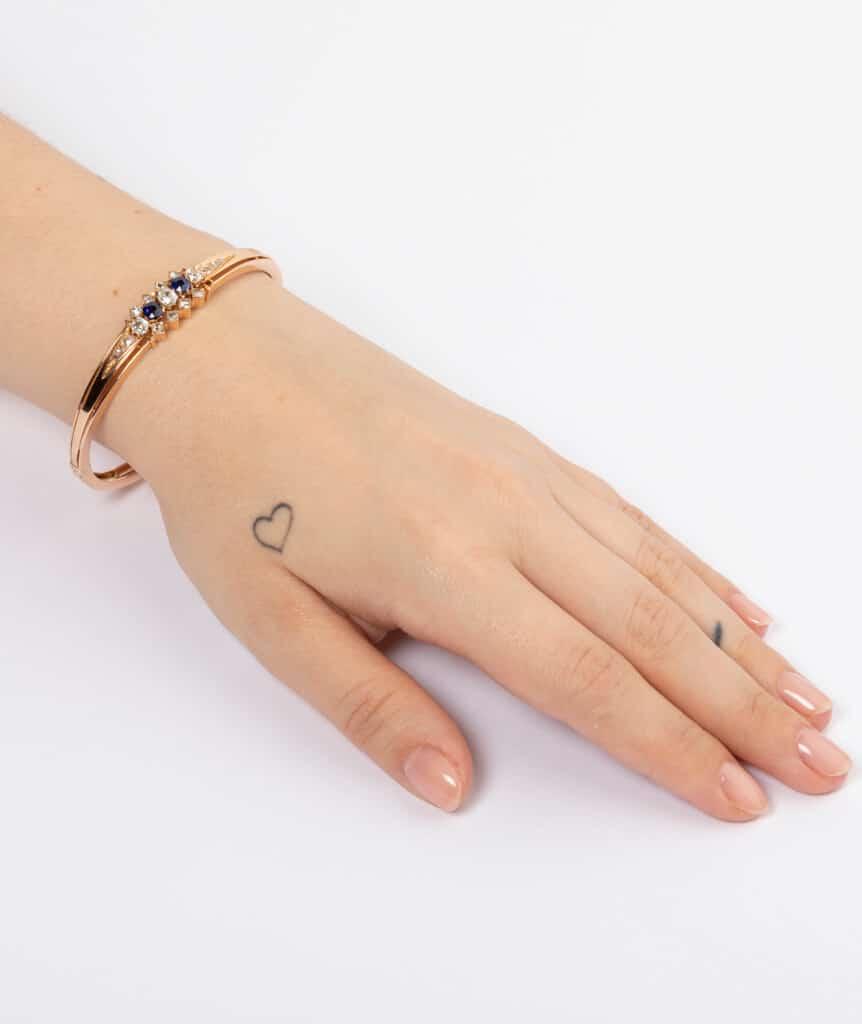 Bracelet ancien diamants et saphirs porter
