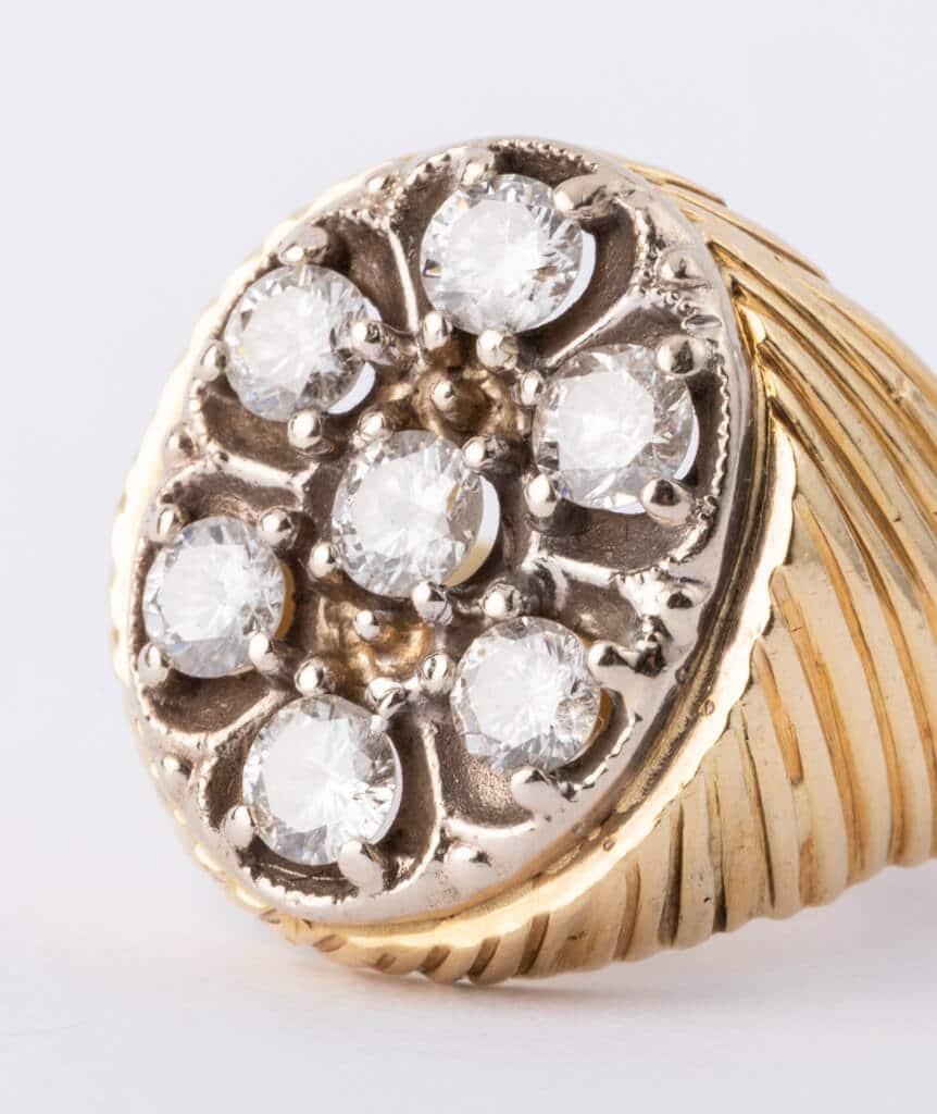 Bague ancienne 7 diamants gros plan
