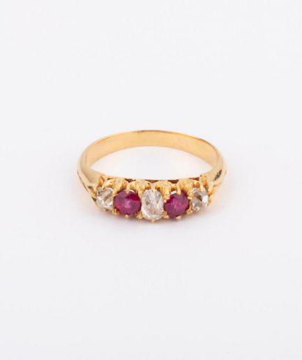 """Bague jarretière diamants et rubis """"Rosa"""" Bague Ancienne Bijoux Anciens - Caillou Paris"""