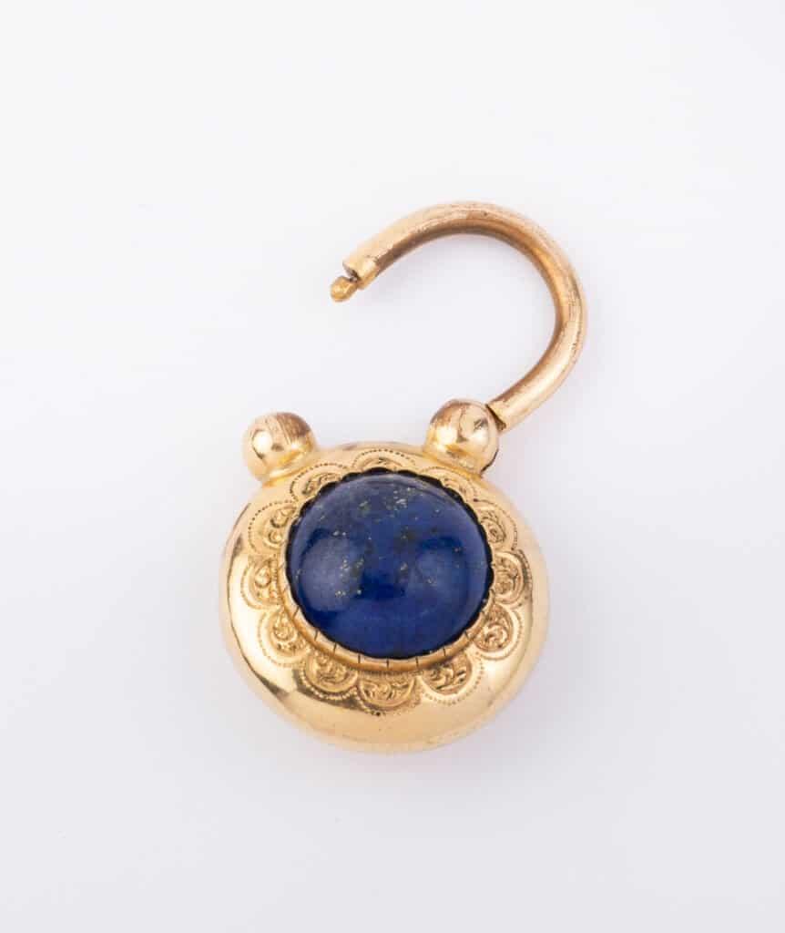 Locket lapis lazuli ouvert