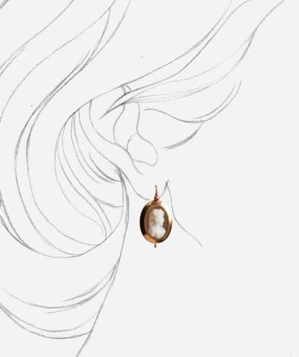 """Boucles d'oreilles anciennes camée """"Damaris"""" porter"""
