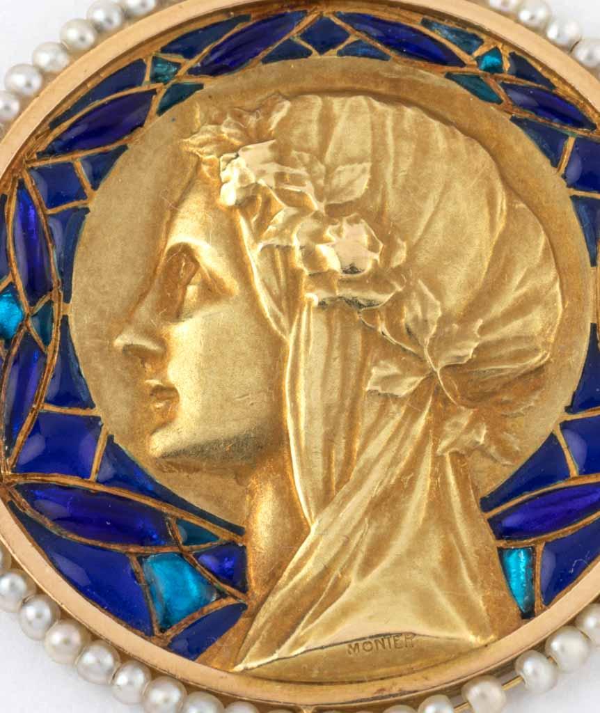 Caillou Paris - Médaille Art nouveau Uma gros plan