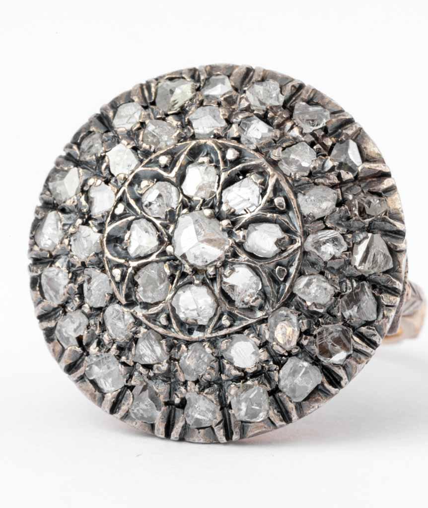 Caillou Paris - Bague ancienne diamants Rakal gros plan