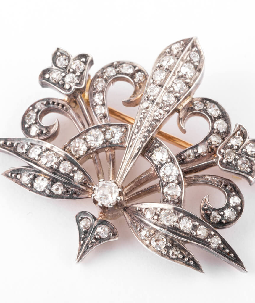 Caillou Paris - Broche Art nouveau diamant Merryl gros plan