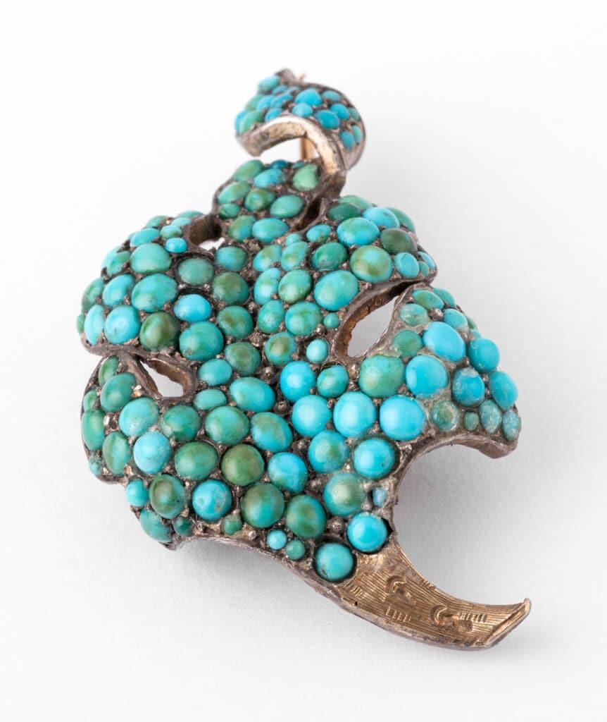 Caillou Paris - Broche ancienne turquoises Raurii detail 2