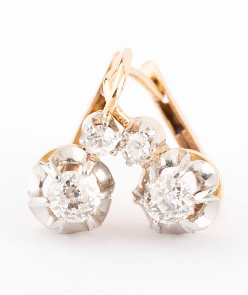 Caillou Paris - Dormeuses anciennes diamants Anuata gros plan