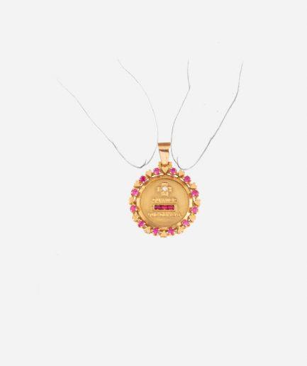 """Médaille """"plus qu'hier et moins que demain"""" porter"""